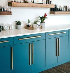 Black Kitchen Cabinets, Gold Kitchen, Modern Cabinets, Black Kitchens, Kitchen Redo, Kitchen Remodel, Kitchen Dining, Kitchen Ideas, Dining Room