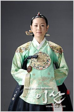 Yi San (Hangul: 이산; hanja: 李祘), also known as Lee San: The Wind of the Palace, is a 2007 South Korean historical drama, starring Lee Seo-jin and Han Ji-min] It aired onMBC from September 17, 2007 to June 16, 2008 on Mondays and Tuesdays 혜경궁 홍씨 견미리