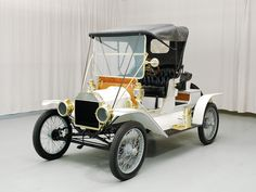 "1912 Ford Model T Roadster ~ Miks' Pics ""Era Automobiles l"" board @ http://www.pinterest.com/msmgish/era-automobiles-l/"