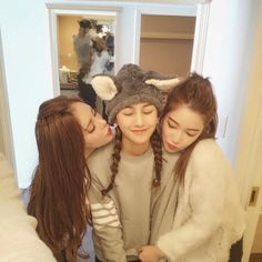 19 Ideas Photography Friends Funny Bff Pics For 2019 Ulzzang Korea, Korean Ulzzang, Ulzzang Boy, Korean Couple, Korean Girl, Asian Girl, Korean Best Friends, Boy Squad, Bff Girls