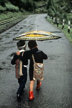 "Darjeeling, India; by Steve McCurry ""We cannot tell the precise moment when friendship is formed. As in filling a vessel drop by drop, there is at last a drop which makes it run over; so in a series of kindnesses there is at last one which makes the heart run over.""  - Samuel Johnson"