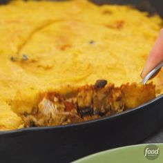 Chicken Tamale Pie Turn classic tamales into this shepherd's pie-style,cornmeal layer! Chicken Tamale Pie, Chicken Tamales, Tasty Videos, Food Videos, Food Network Recipes, Cooking Recipes, Freezer Recipes, Freezer Cooking, Easy Cooking