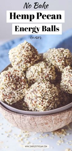 No Bake Hemp Pecan Energy Balls with only 3 Ingredients. This healthy, minimalist energy balls recipe is packed with nutrition! Source by simplefitvegan Low Carb Vegan Breakfast, High Protein Vegan Snacks, Healthy Vegan Dessert, Vegan Snacks On The Go, Cake Vegan, Healthy Snacks, Vegan Cheesecake, Vegan Protein, Cheesecake Recipes