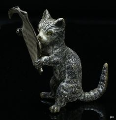 paperweight 'A Cat Reading A Newspaper', vienna bronze, ca. 1900, Austria, 7.5 x…