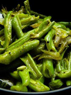 Green Bean Recipes, Veg Recipes, Spicy Recipes, Indian Food Recipes, Asian Recipes, Great Recipes, Vegetarian Recipes, Green Bean Curry, Beans Curry