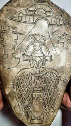 Aliens History, Aliens And Ufos, Ancient Aliens, Ancient Art, Alien Artifacts, Psychadelic Art, Ancient Jewelry, Anubis, Ancient Civilizations