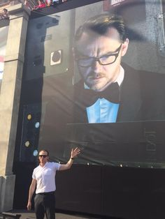 Big Simon, little Simon, at the global premiere of Mission Impossible: Rogue Nation tonight in beautiful Vienna. He Makes Me Smile, Make Me Smile, Mission Impossible Rogue, Rogue Nation, Simon Pegg, Karl Urban, Stuff And Thangs, I Love Lucy, Gorgeous Men