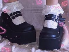 Aesthetic Shoes, Goth Aesthetic, Aesthetic Fashion, Aesthetic Clothes, Aesthetic Vintage, Soft Grunge, Grunge Goth, Grunge Hair, Nu Goth