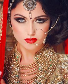 Bridal beauty ❋ indian bride ❋ laya south asian weddings indian bridal make Pakistani Bridal Makeup Red, Indian Bridal Makeup, Indian Bridal Wear, Asian Bridal, Bridal Beauty, Bride Indian, Bollywood Bridal, Trajes Anarkali, Hena