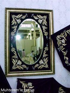 """2012 İsmek Feshane Sergisi'ne """"Makine Nakışı"""" branşına ait resimlerin 3. bölümü ile devam ediyoruz.                                       ..."""
