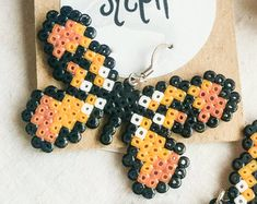 Teddybear brown and orange Flutterby earrings made of Hama Mini Perler Beads in retro games' style, for butterfly lovers! Mini Hama Beads, Pearler Beads, Fuse Beads, Hama Mini, Fuse Bead Patterns, Perler Patterns, Beading Patterns, Pearl Crafts, Motifs Perler
