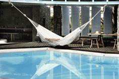 Lambada Hängematte von Amazonas. Jetzt in einer Lambada Hängematte über dem Pool in der Sonne schwitzen wie im San Giorgio Hotel auf Mykonos! Und wenn man einschläft oder die Hitze unerträglich wird, einfach zur Seite drehen und in den Pool plumpsen. Herrlich: http://www.ikarus.de/marken/amazonas.html