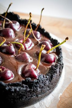 The Most Delicious and Simple Oreos Cherries Cake EverSource From Sacher torte The Most Delicious and Simple. Cupcakes, Cupcake Cakes, Mini Cakes, Just Desserts, Delicious Desserts, Sweet Desserts, Yummy Food, Cake Recipes, Dessert Recipes