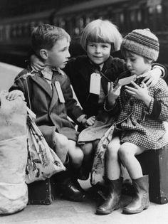 evacuees, evacuation second world war, england evacuees, documentary second world war evacuation, operation pied piper, pied piper BBC2, Lon...