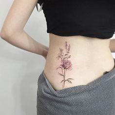 #tattoo#tattoos#tattooing#tattoowork#tattooart#flowertattoo#rosetattoo#backtattoo#colortattoo#타투#장미타투#꽃타투#여자타투#허리타투#타투이스트꽃#tattooistflower flowes