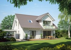 Everything a family home needs: The Kern-Haus Magnum has a large … - Home Decor Modern Farmhouse Design, Modern Farmhouse Exterior, House Plans With Photos, Southern House Plans, Cottage Style Homes, Pool Houses, House Front, Exterior Design, House Styles