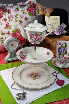 tidbit tray cake stand Anyone with a granddaughter has to make this!  OMG!  Have you ever seen anything so adorable?  How perfect for tea parties and birthdays!  My mind is spinning!!