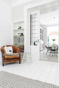 for interior decor lovers. Home Decor Inspiration, Home And Living, Nordic Living Room, Interior Design, House Interior, Home Living Room, Living Room Inspiration, Home, White Home Decor