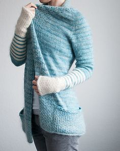 """I  her version of this cardi!!  Personally I´m not such a big fan wearing transparent fabrics, so I decided to <span class=""""best-highlight"""">use a sportweight toghether with the kidsilk at the lower parts of the sleeves. In white to get more contrast.</span>"""