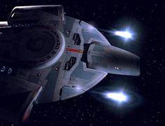 USS_Defiant_firing_quantum_torpedoes.jpg (500×383)