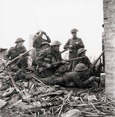 10 December 1943. Canadian 48th Highlanders infantry regiment in Italy.