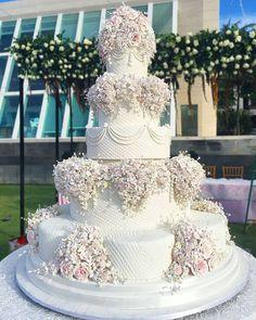 From Evan&Calvina wedding #evancalvina #weddingcake #lenovelle #lenovellebali #lenovellecake #lenovellewedding #balicake #baliwedding…