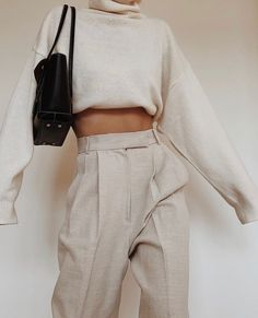 simple modern cream autumn outfit high waist wide trousers and sweater turtleneck Mode Outfits, Trendy Outfits, Fashion Outfits, Fashion Tips, 1980s Fashion Trends, Easy Style, Beige Outfit, Mode Simple, Inspiration Mode