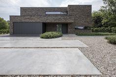 Tuinontwerp in alle eenvoud Small Modern Home, Modern Contemporary Homes, Contemporary Architecture, Garden Architecture, Architecture Details, Architecture Board, Driveway Design, Bungalow Renovation, Garden Landscape Design