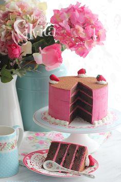 El blog de Megasilvita.com: Tarta de Bizcocho cremoso de Chocolate con Buttercream Muselina de Frambuesas