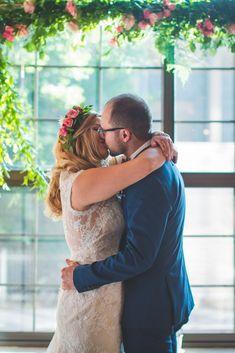 Le mariage industriel et fleuri de Najma et Guyaume à Montréal – La Sœur de la Mariée - Blog Mariage Couple Photos, Couples, Wedding, Industrial Wedding, Floral, Couple Shots, Valentines Day Weddings, Couple Photography, Couple