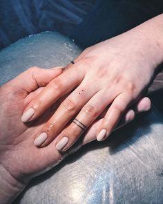 Finger Dot Tattoo, Girl Finger Tattoos, Finger Tattoos For Couples, Finger Tattoo For Women, Hand Tattoos For Women, Couple Tattoos, Dot Tattoos, Time Tattoos, Body Art Tattoos