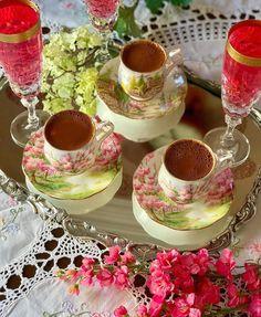 Este posibil ca imaginea să conţină: băutură Coffee Cafe, Coffee Shop, Breakfast Tea, Turkish Coffee, Chocolate Fondue, Good Morning, Food And Drink, Turkey, Desserts