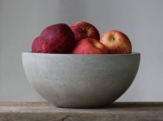 Concrete Fruit Bowl: This sturdy concrete bowl provides the perfect final touch for your industrial decor theme. Thanks to its FDA approved sealer, it also works well forr serving salads or meals. Concrete Bowl, Concrete Color, Poured Concrete, Concrete Design, Modern Fruit Bowl, Terrazo, Serveware, Tableware, Beton Design