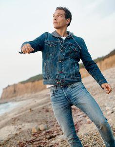 madewell men's classic jean jacket worn with slim jeans + zip-front hoodie sweatshirt. Love Jeans, Best Jeans, Winter Outfits Men, Double Denim, Denim Fashion, Fashion Art, Womens Fashion, Fashion Story, Slim Jeans