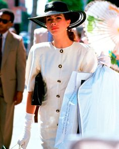 Julia Roberts (this is my favorite outfit that she wore in Pretty Woman) Pretty Woman Film, Pretty Woman Quotes, Richard Gere, Hollywood Fashion, 90s Fashion, Woman Fashion, Julia Roberts Movies, Julia Roberts Quotes, Looks Vintage