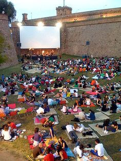 Sala Montjuic is an open-air film festival in the Montjuic Castle. A selection of the best movies of all time with concerts, picnics and short films. #Barcelona #Activities #ThingsToDo