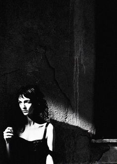 by peter lindbergh ◕  mariacarla boscono // porttrait black and white contrast clair obscur light dark
