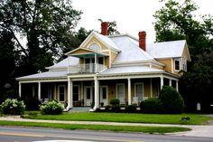 The beautiful Statesboro Inn in downtown Statesboro <3