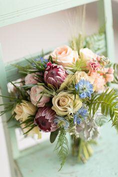 Pastel e hortelã buquê de noiva | Cidade Fotografia Amor | ver mais em: http://burnettsboards.com/2014/04/pastel-mint-gold-wedding-ideas/