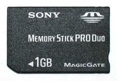 #MemoriaFlash17 Memória flash é uma memória de computador do tipo EEPROM (Electrically-Erasable Programmable Read-Only Memory), desenvolvida na década de 1980 pela Toshiba, cujos chips são semelhantes ao da Memória RAM, permitindo que múltiplos endereços sejam apagados ou escritos numa só operação. Em termos leigos, trata-se de um chip re-escrevível que, ao contrário de uma memória RAM convencional, preserva o seu conteúdo sem a necessidade de fonte de alimentação.