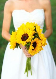 Sunflower bouquet.  Photography by Aaron Snow Photography.  #wedding #bouquet #flowers #sunflowers