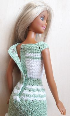 Puppenkleidung - Barbie Kleid (gehäkelt), hellgrün/weiß - ein Designerstück von Anna-Tim bei DaWanda Barbie Clothes Patterns, Crochet Barbie Clothes, Doll Clothes Barbie, Doll Dress Patterns, Barbie Dress, Crochet Barbie Patterns, Crochet Doll Dress, Knitted Dolls, Barbie Mode