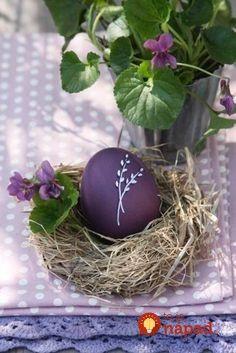 Dajte do hrnca zväzok žihľavy a pridajte obyčajné vajcia: Neuveríte, čo s nimi urobí obyčajná burina zo záhrady!
