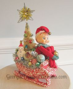 I'm a bit obessed with vintage Christmas! Handmade Christmas Crafts, Christmas Gift Decorations, Christmas Arrangements, Christmas Centerpieces, Christmas Projects, Holiday Crafts, Christmas Ideas, Vintage Decorations, Vintage Ornaments
