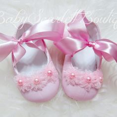 16 Superb Girls Shoes With One Wheels Baby Doll Shoes, Cute Baby Shoes, Christening Shoes, Baby Girl Fashion, Toddler Fashion, Baby Booties, Baby Sewing, Baby Dress, Girls Shoes