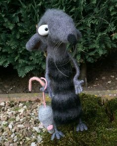 I made this Funny Rat following a pattern of Little Owls Hut designed by Svetlana Pretseva. I crocheted him from a mixed yarn, very brushable. He is wired and 19 cm tall standing. This Funny Rat is a collectible and not a toy!