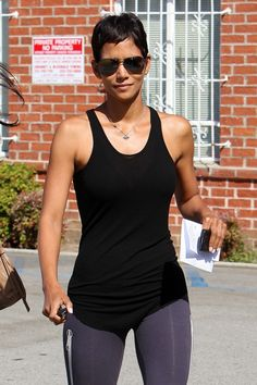 Halle Berry on her Fitness xo Short Pixie, Short Hair Cuts, Short Hair Styles, Halle Berry, Body Inspiration, Fitness Inspiration, Afro, The Bikini, Summer Essentials