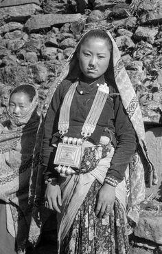 Nepal   Limbu girl. Taplejung - Darjeeling, Taplejung district. Dec. 1957   ©SOAS, Nicholas Haimendorf