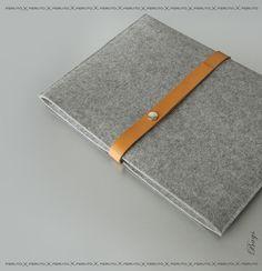Items similar to Macbook Air sleeve Macbook felt leather case on Etsy Macbook Pro Bag, Macbook Air Sleeve, Macbook Case, Pochette Mac, Leather Accessories, Tech Accessories, Iphone 5s Screen, Felt Case, Leather Fabric