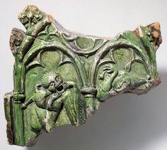2 fools -- lefthand fool makes insulting mouth-stretching gesture [Gaehnmaul]. glazed tile fragment, Swiss, 1450s. via Schweizerisches Landesmuseum, Zurich.